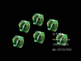 8205045--每包20个--方形多棱夜光水晶--翡翠绿
